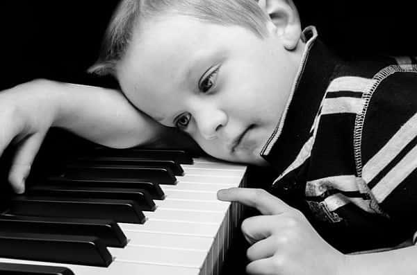 enfant-qui-veut-arrêter-le-piano