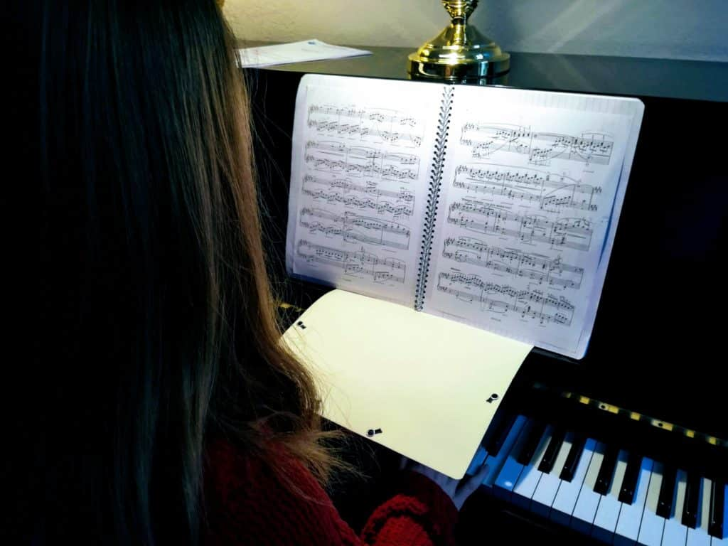 Ne pas regarder ses doigts au piano
