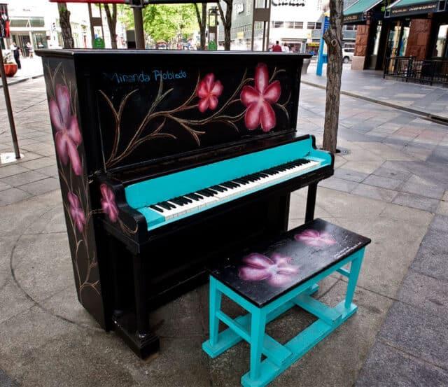 street-piano-1-300x200